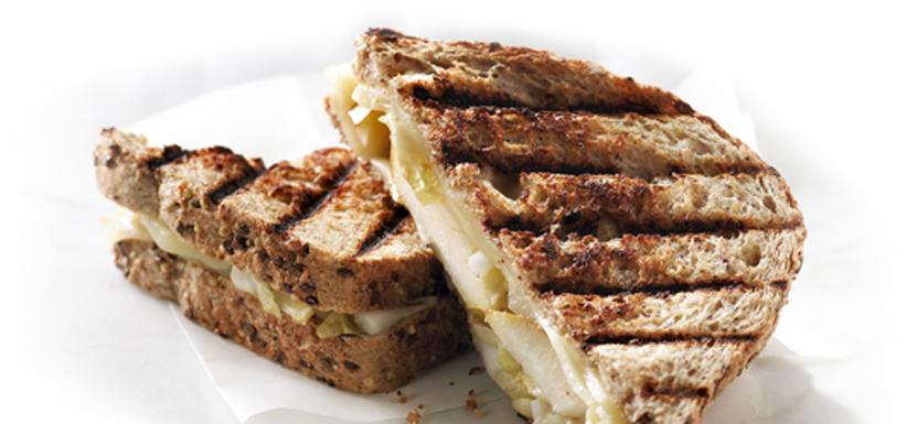 Grilled cheese aux endives et aux poires